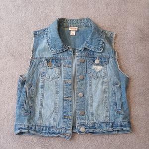 Women's sleeveless denim jacket